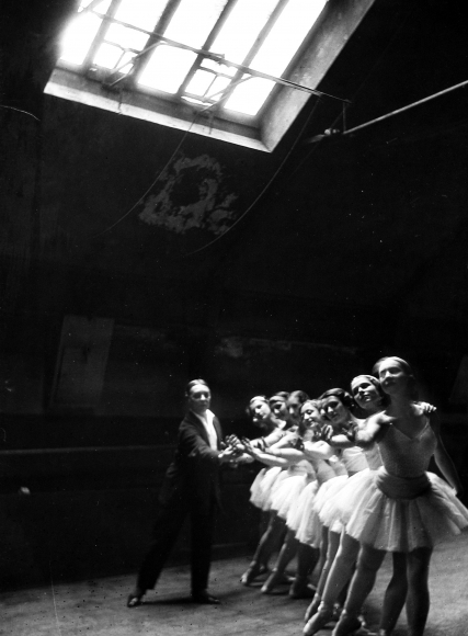 Alfred Eisenstaedt - Ballet Master correcting hands, rehearsal at Grand Opera, Paris, France, 1931 - Howard Greenberg Gallery