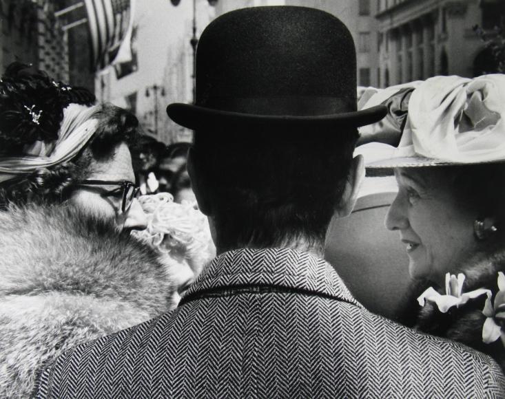 Leon Levinstein - Fifth Avenue, c.1959 - Howard Greenberg Gallery