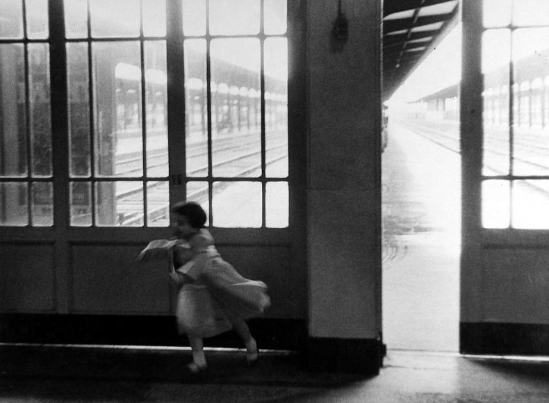 Louis Stettner - Boston Station, 1954-58 - Howard Greenberg Gallery