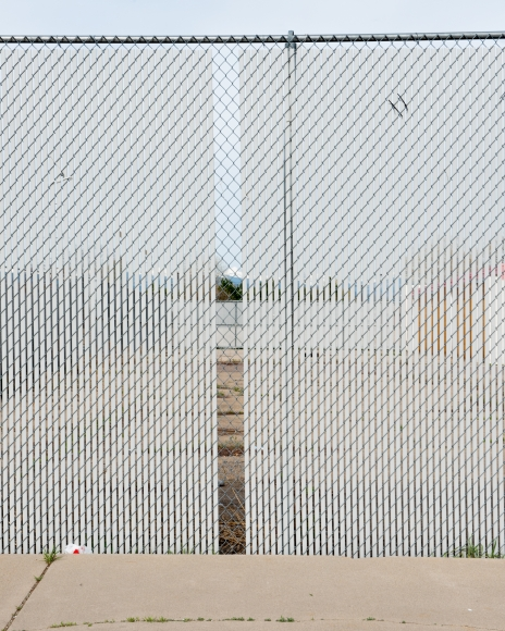 "Willis ""Buzz"" Hartshorn - Chain Link Fence, 2014 - Howard Greenberg Gallery"