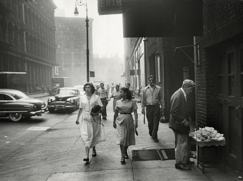 Robert Frank - 11th Street, 1951 - Howard Greenberg Gallery