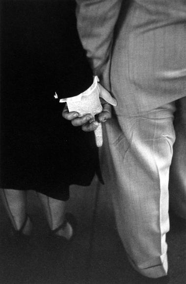 Louis Faurer - Freudian Handclasp, New York City, 1948 - Howard Greenberg Gallery