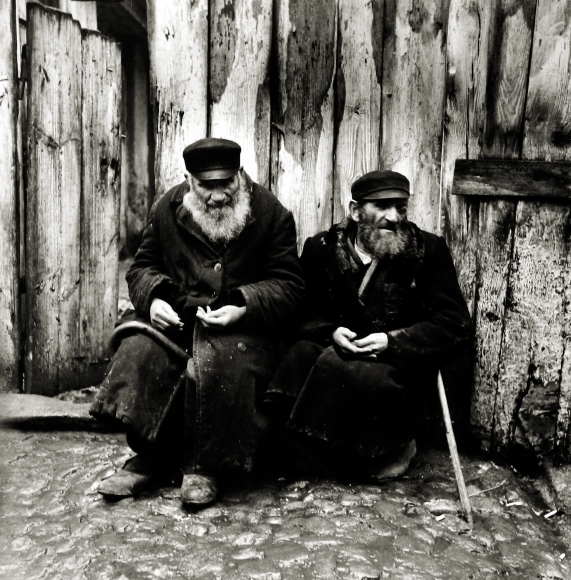 Roman Vishniac - The Boycott Changed Peddlers Into Beggars, Warsaw, 1937 - Howard Greenberg Gallery