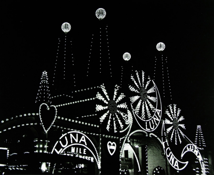 Harold Roth - Luna Park, 1940 - Howard Greenberg Gallery