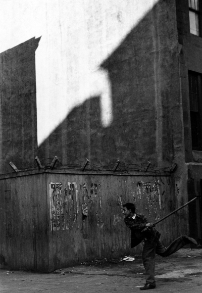 Dan Weiner - East 83rd Street, 1950 - Howard Greenberg Gallery