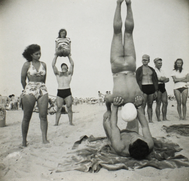 Sid Grossman - Coney Island, c.1947 - Howard Greenberg Gallery