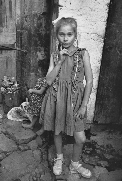 Mary Ellen Mark - Beautiful Emine Posing, Trabzon, Turkey - Howard Greenberg Gallery