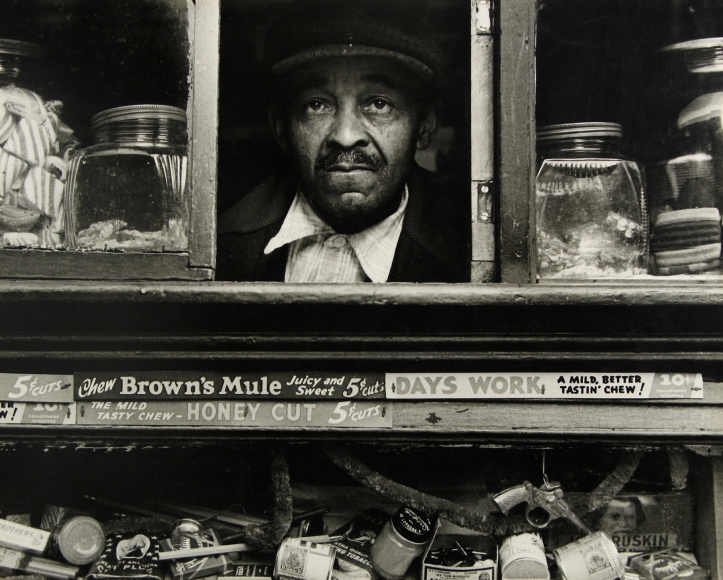 Morris Engel - Harlem Merchant, New York, 1937 - Howard Greenberg Gallery