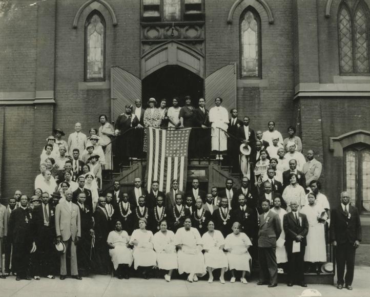 James Van Der Zee - Church Group with U.S. Flag- Howard Greenberg Gallery