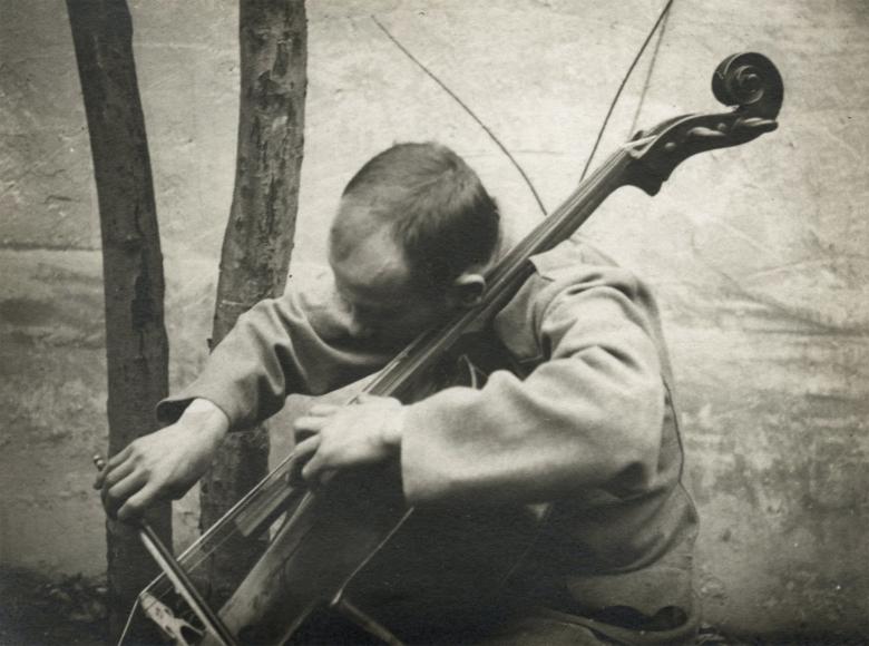 André Kertész - Cellist, 1916 - Howard Greenberg Gallery