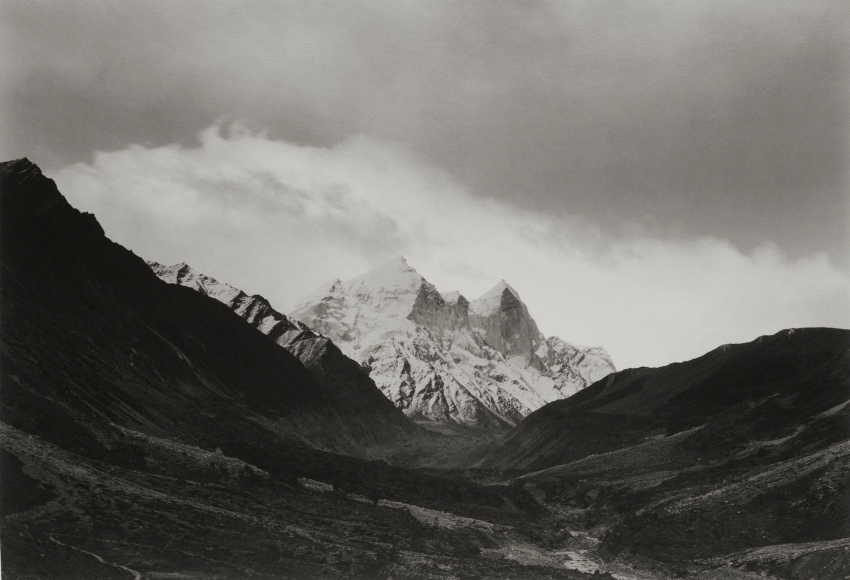 Kenro Izu: India - Where Prayer Echoes 2013 Howard Greenberg gallery