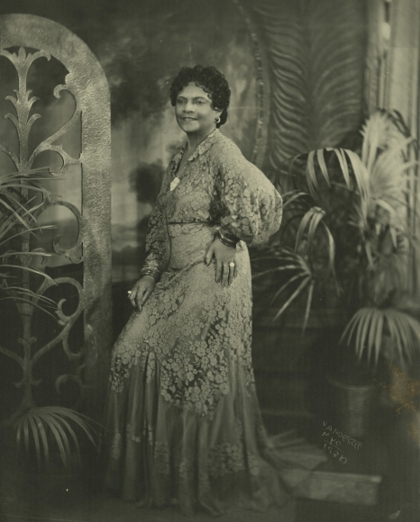 James Van Der Zee - Lady in Lace Dress, 1936 - Howard Greenberg Gallery