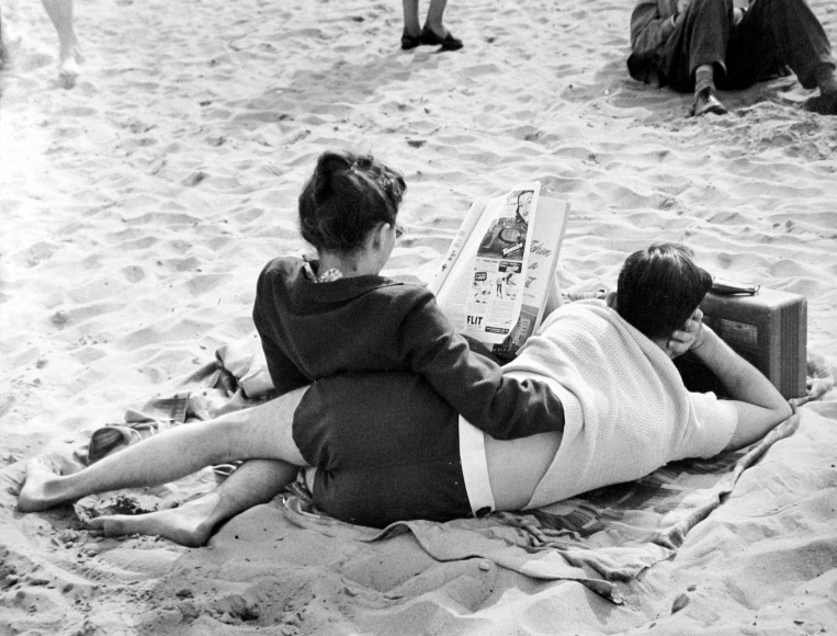 Ruth Orkin - Untitled,  c.1950 - Howard Greenberg Gallery