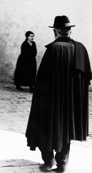 Mario Giacomelli - Scanno, 1957 - Howard Greenberg Gallery