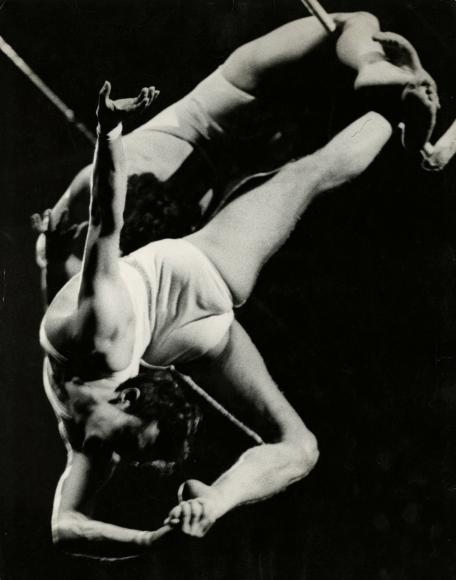 Ted Croner - Untitled, c.1947 - Howard Greenberg Gallery