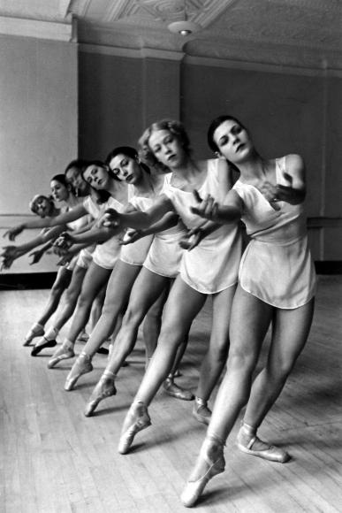 Alfred Eisenstaedt - American School of Ballet, New York, 1936 - Howard Greenberg Gallery