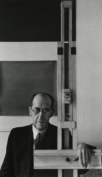 Arnold Newman - Piet Mondrian, New York, 1942 - Howard Greenberg Gallery