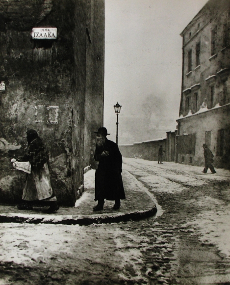 Roman Vishniac - Isaac Street, Kazimierz, Cracow, 1938 - Howard Greenberg Gallery