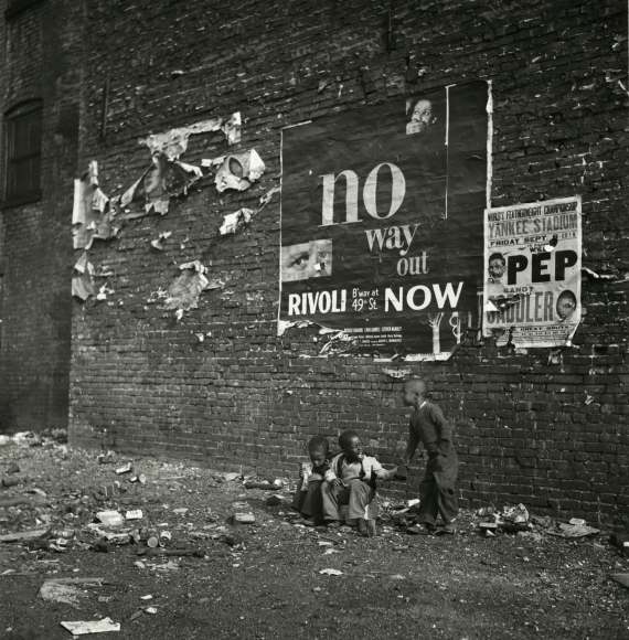 Bedrich Grunzweig - Harlem, c.1943 - Howard Greenberg Gallery