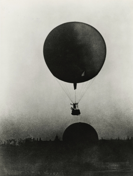 Jacques-Henri Lartigue - Coupe Gordon Bennett des ballons spherique aux Tuileries, Paris, 1906 - Howard Greenberg Gallery