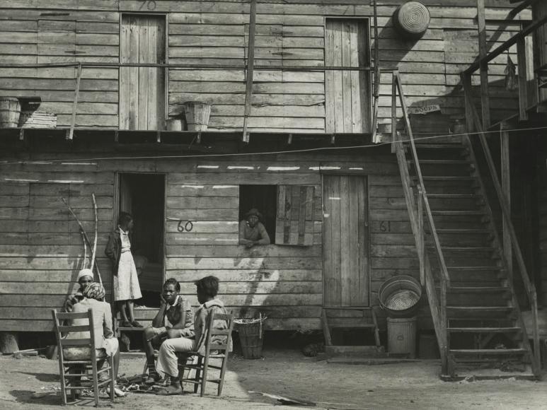 "Marion Post-Wolcott - Pahokee ""Hotel"", Pahokee, Florida, 1941 - Howard Greenberg Gallery"