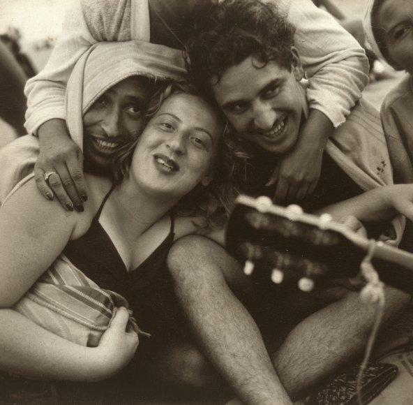 Sid Grossman - Coney Island, 1947 - Howard Greenberg Gallery