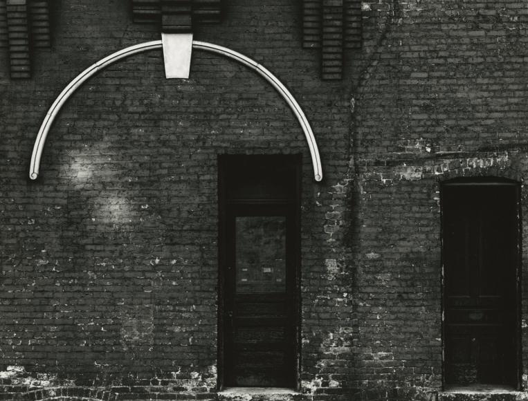 Aaron Siskind - Chicago Facade, 1952 - Howard Greenberg Gallery