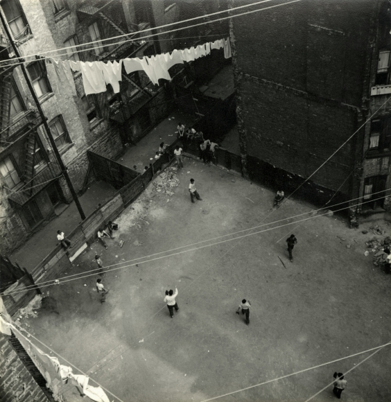 Sy Kattelson - New York, c.1947 - Howard Greenberg Gallery