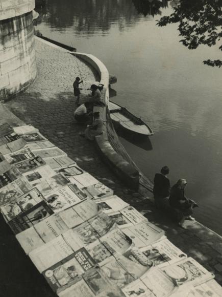Louis Stettner - Bookstores Near the Seine, 1949 - Howard Greenberg Gallery
