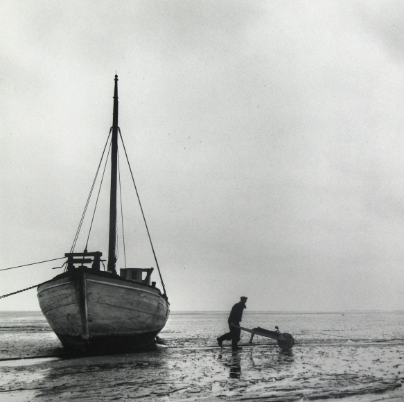 Esther Bubley - Ship at ebb tide, Island of Mano, Denmark, 1954 - Howard Greenberg Gallery