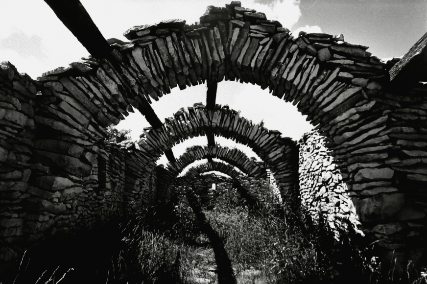 Martine Franck - Sheepstall, Contadour, Haute-Provence, 1994 - Howard Greenberg Gallery