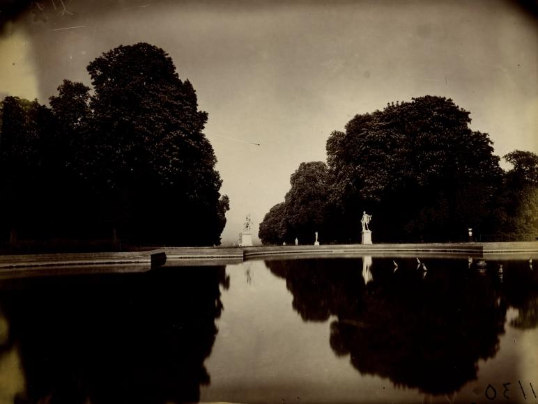 Eugene Atget - Saint-Cloud - Howard Greenberg Gallery