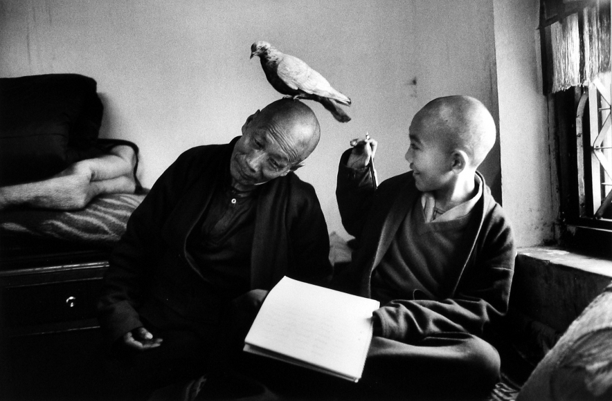 Martine Franck - Tulku Khentrol Lodro Rabsel with his tutor Llagyel in the Shechen monastery, Bodnath, Nepal, 1996 - Howard Greenberg Gallery