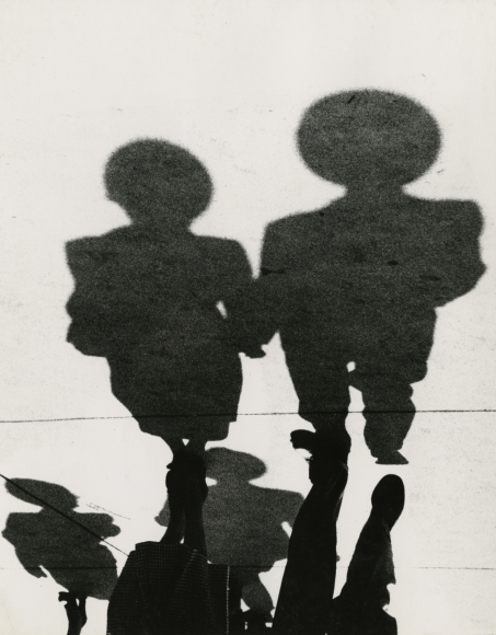 Couple, Shadow Series, Chicago, 1951 Gelatin silver print; printed no later than 1953, howard greenberg gallery, 2020