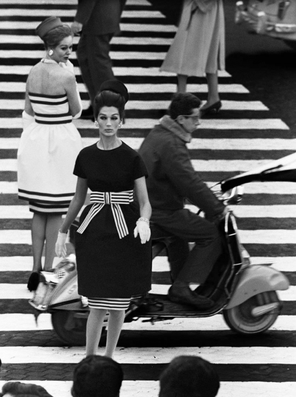 William Klein - Nina + Simone, Piazza di Spagna, Rome (Vogue), 1960 - Howard Greenberg Gallery
