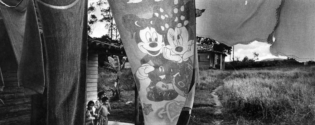 Ernesto Bazan, Cuba, Isla, Sous Les Etoiles Gallery, children, micky mouse, minnie, Havana, panoramic