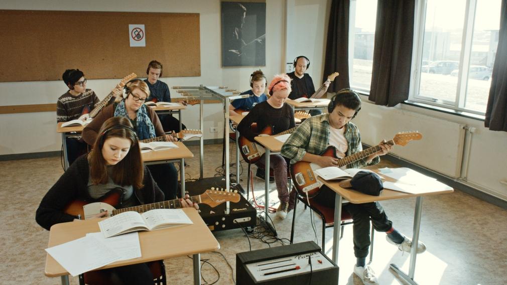 Ragnar Kjartansson, Scenes from Western Culture, Guitar Lesson (Ólafía Hrönn Jónsdóttir, Logi Pedro Stefánsson), 2015