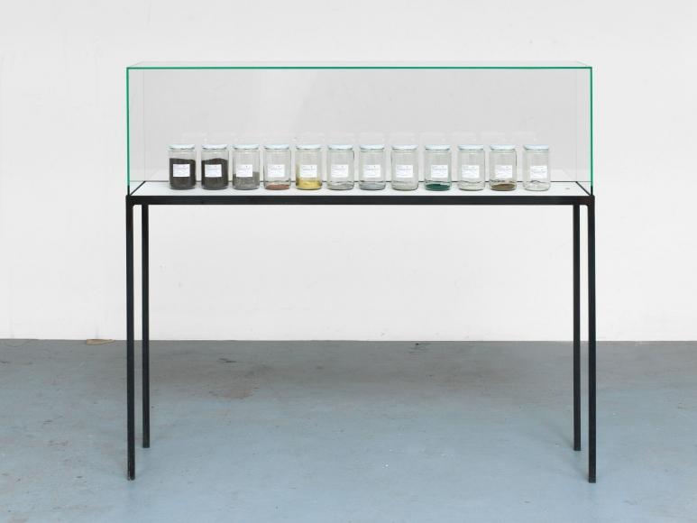 Alicja Kwade, Lampe (Kaiser-Idell), 2014
