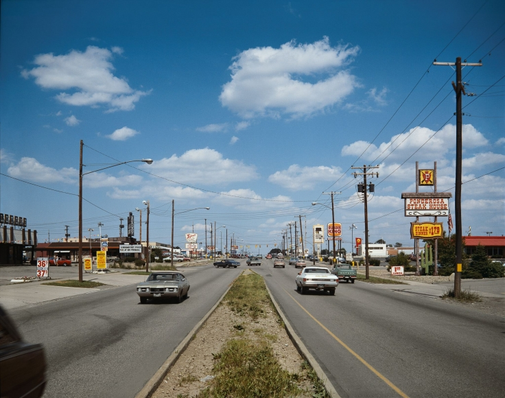 Stephen Shore, Pittsburgh, Pennsylvania, U.S. 30 Facing East, July 5, 1973
