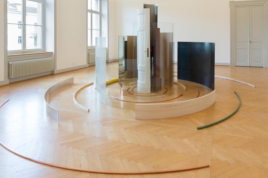 Alicja Kwade, Saga (Spira mirabilis), 2013, Installation view: Warten Auf Gegenwart, Kunstmuseum St. Gallen, 2014