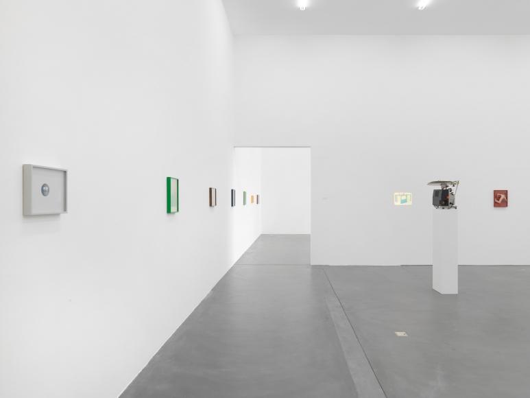 Elad Lassry, Installation view: Kunsthalle Zürich, 2010