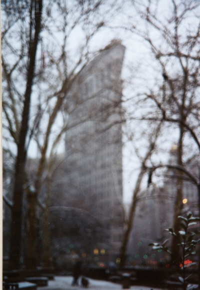 Karen Kilimnik, The Flat Iron Building, New York, 1903, 2002