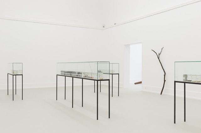 Alicja Kwade, Warten auf Gegenwart II, Installation at Kunsthalle Nürnberg, 2015