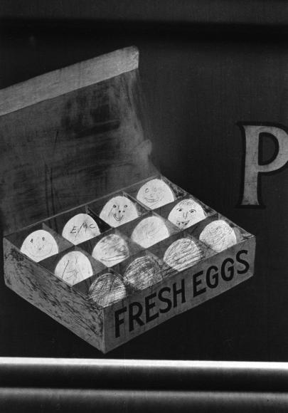 Helen Levitt Egg Graffiti NYC 1939