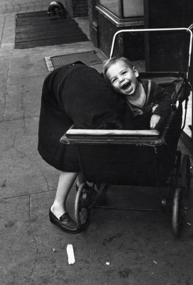 Helen Levitt NYC 1945