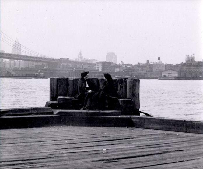 Helen Levitt NYC, East River, circa 1945