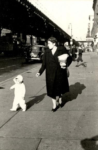 Helen Levitt NYC, circa 1942