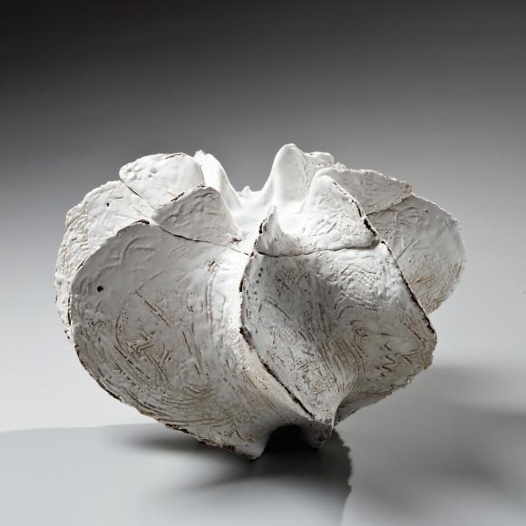 Koike, Shoko, Koike Shoko, white, shell, sculpture, contemporary, clay, Japanese, ceramics, pottery, waterjar, water jar, mizusashi, flaring, edges, incised, surface, patterning, pooling, glass, glaze, lid, stoneware, 2015