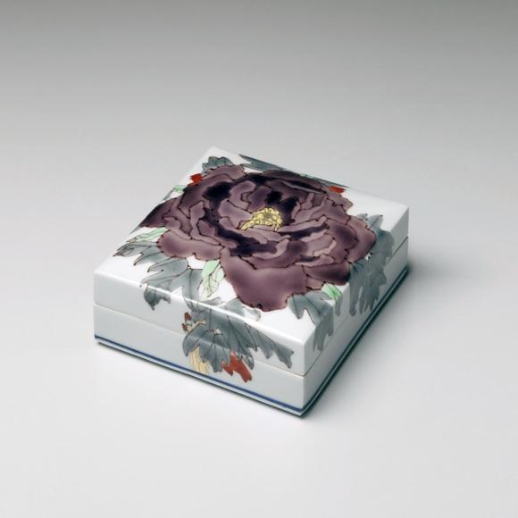 Takegoshi, Jun, Takegoshi Jun, square, box, purple, peony, porcelain, polychrome, kutani, enamel, glazed, cover, contemporary, paintings, ceramics, porcelain, Japan, japanese, art, pottery, clay, japanese contemporary art, japanese ceramics, gallery, mirviss