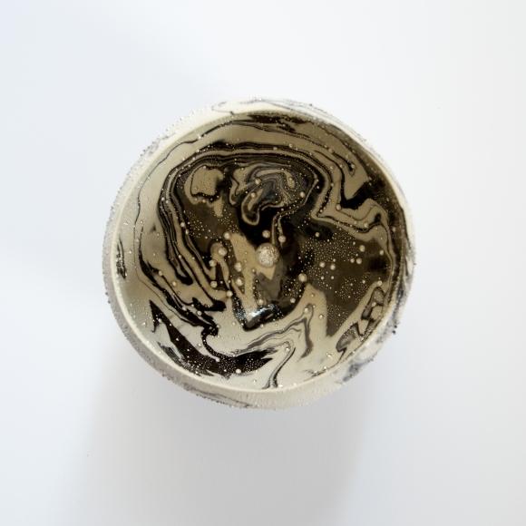Kondo, Takahiro, teabowl, Kondo Takahiro, contemporary, ceramics, clay, Japanese, Japanese ceramics, pottery, sculpture, object, black, white, black & white, glaze, porcelain, silver, mist, overglaze, over-glaze, ginteki, gintekisai, 2015, glass, cast glass, teabowl, chawan, tsunami, nami, wave, marbleized, neriage